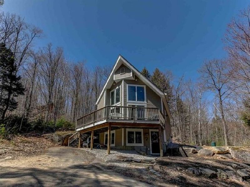 Beautifil 4BR, 3 BA home close to all Mount Washington Valley's attractions. – semesterbostad i Hart's Location