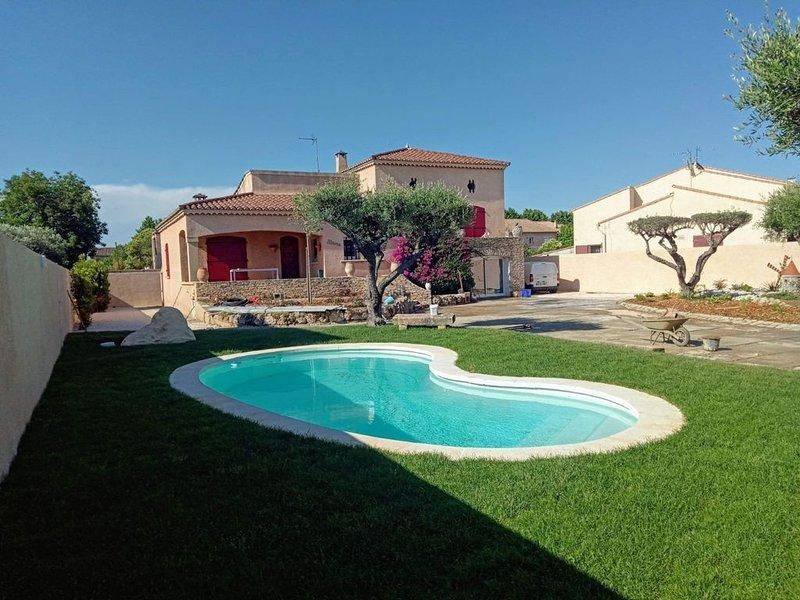Villa 'la noune'avec piscine entièrement climatisée proche plage, holiday rental in Marsillargues