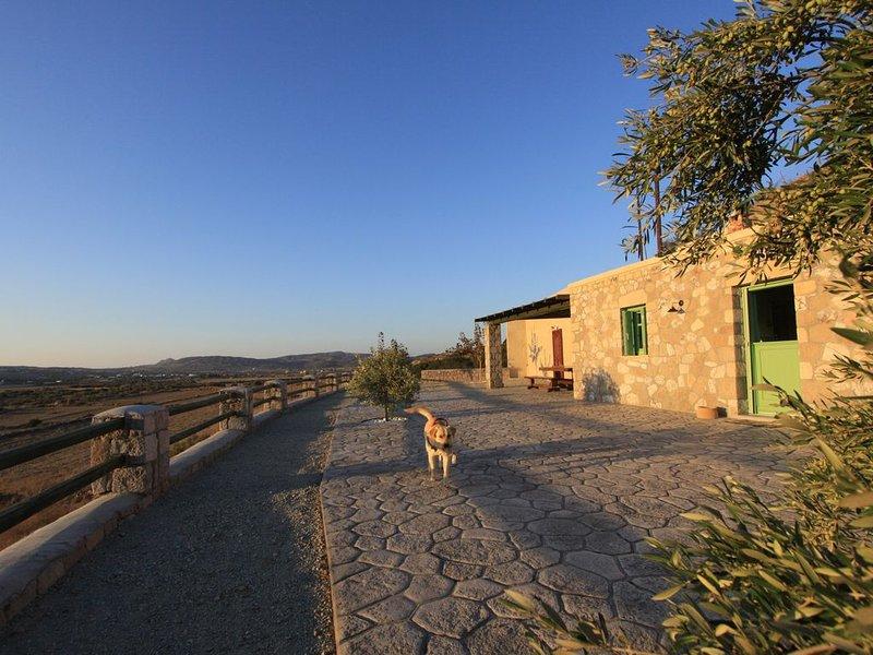 Maravites old stone house, holiday rental in Zefiria