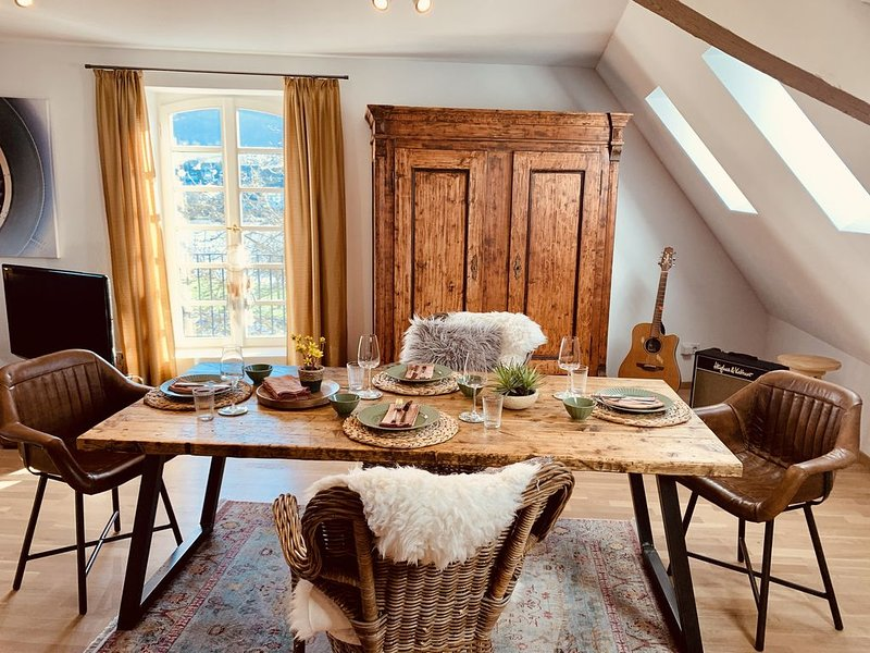 Mosel Loft in historischem Ambiente - James Cook Appartement, holiday rental in Zeltingen-Rachtig