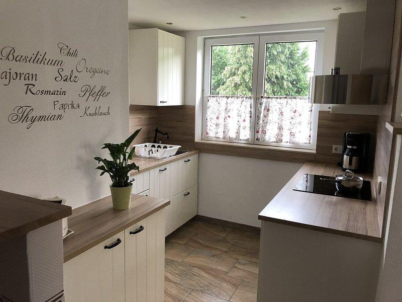 Neue modern gestaltete Ferienwohnung im Stadtteil Kues ,Nähe Schwimmbad, holiday rental in Zeltingen-Rachtig
