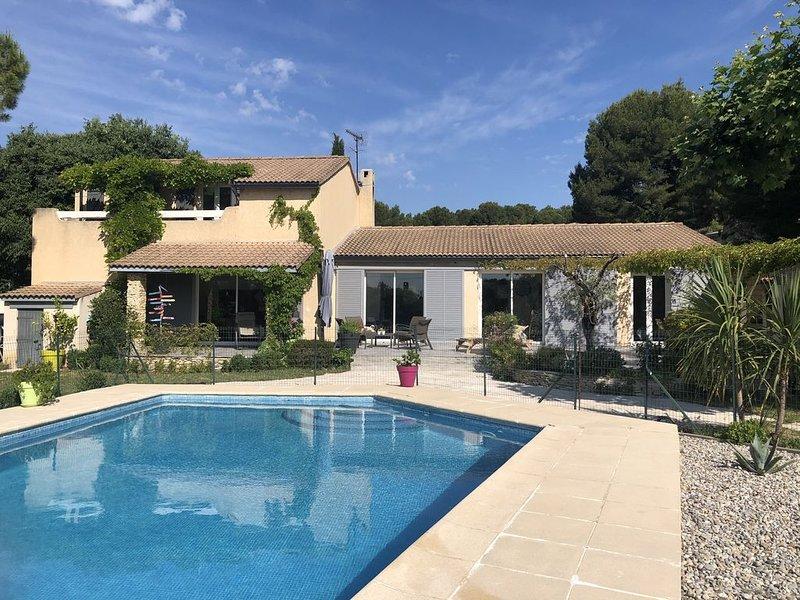Villa climatisée avec piscine en bordure de forêt, aluguéis de temporada em Vitrolles