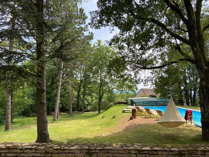 Villa au dessus des  vignes avec piscine, holiday rental in Ecuisses