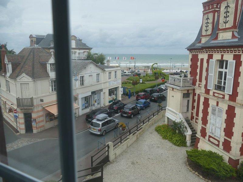 Spacieux appartement vue sur mer au pied de la plage, vacation rental in Auberville