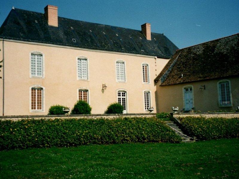 Magnifique maison de maitre du XVIIIème siècle, holiday rental in La Suze-sur-Sarthe