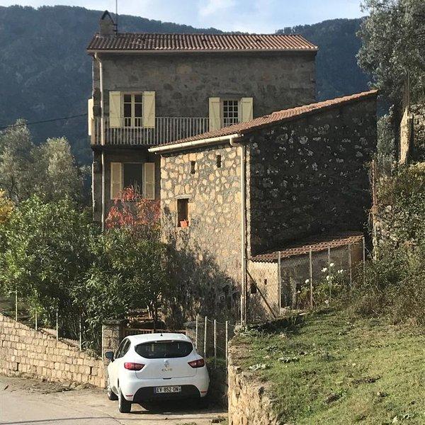 Maison entière. 8 voyageurs · 4 chambres · Près du Lac de Creno, alquiler de vacaciones en Evisa