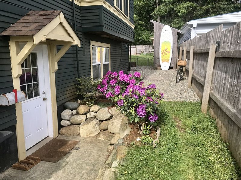 Island Getaway - Charming Two Bedroom Guest Suite, stones throw from the ocean, vacation rental in Vananda