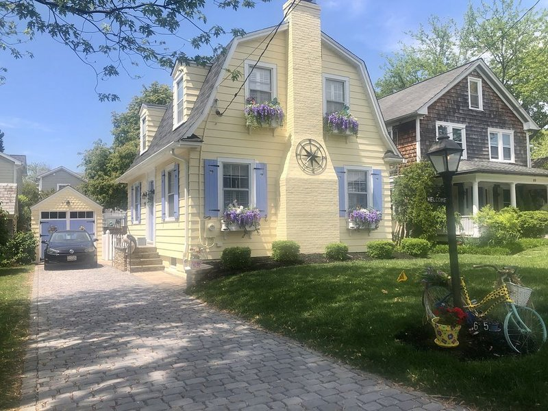 Adorable cottage! Walking distance to USNA & downtown! (VRBO only), holiday rental in Davidsonville