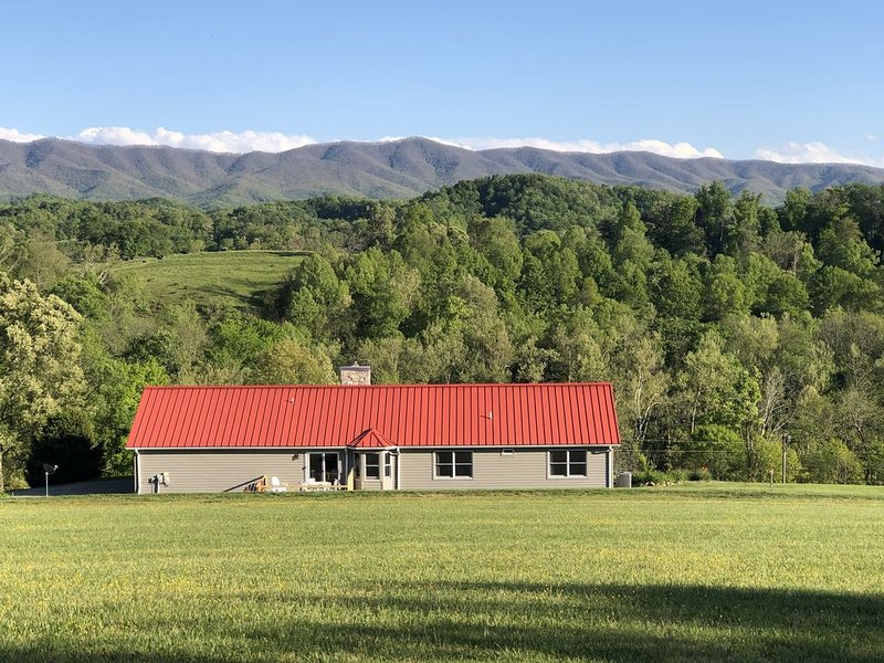 Great house located adjacent to South Holston River. Pet free/smoke free!, holiday rental in Elizabethton