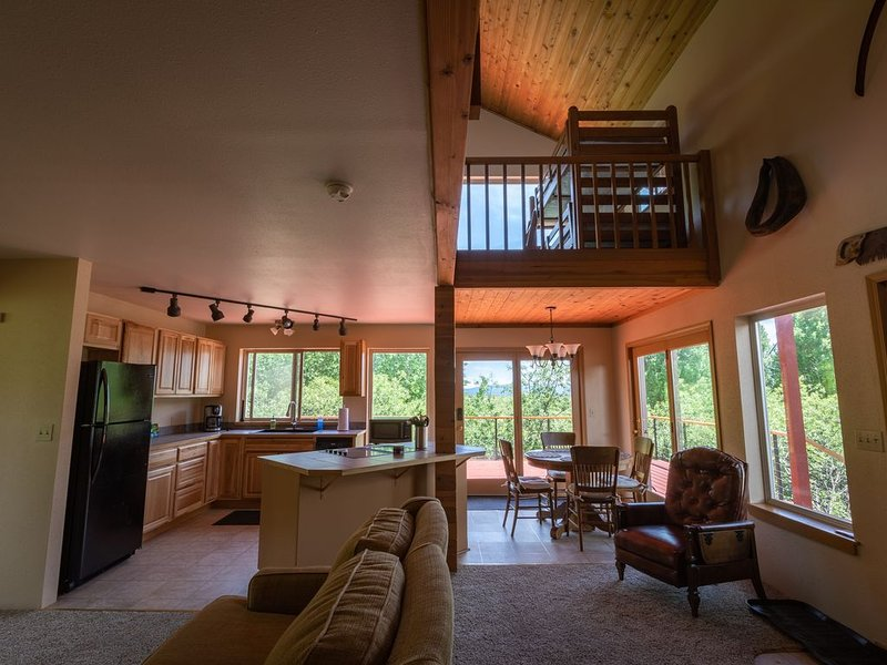 Crystal Creek Mountain Cabin near Crater lake ISOLATED, alquiler vacacional en Chiloquin
