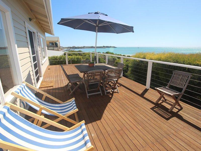 Ocean Views, you can see for miles!, casa vacanza a Vestaglia