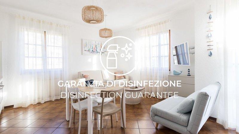 Luminoso appartamento con A/C, Wi-Fi, piscina, terrazzo e parcheggio, casa vacanza a Finale Ligure