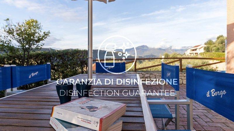 Ampio appartamento con Wi-Fi, A/C, giardino, pascheggio e piscina, holiday rental in Vezzi Portio