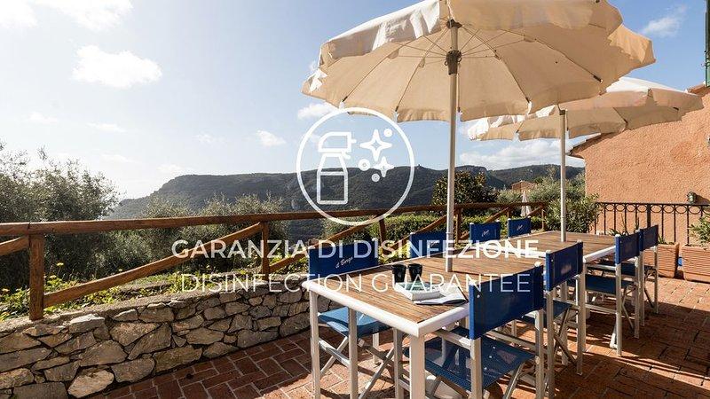 Ampio e luminoso appartamento con Wi-Fi, A/C, terrazzo, piscina e parcheggio, holiday rental in Vezzi Portio