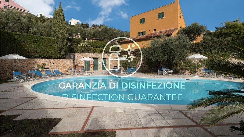 Appartamento con Wi-Fi, A/C, terrazzo, piscina e parcheggio, holiday rental in Vezzi Portio