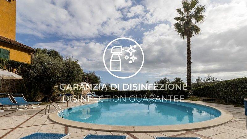 Appartamento con piscina, giardino, Wi-Fi, A/C e parcheggio, holiday rental in Vezzi Portio