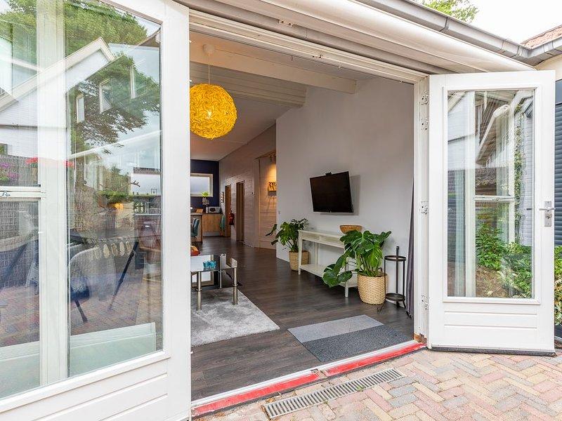 Gerenoveerde zomerwoning in het centrum van Bergen, holiday rental in Alkmaar