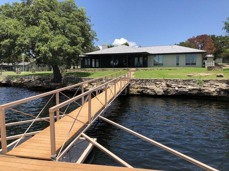 Great Family Lake House Memories, location de vacances à Graford