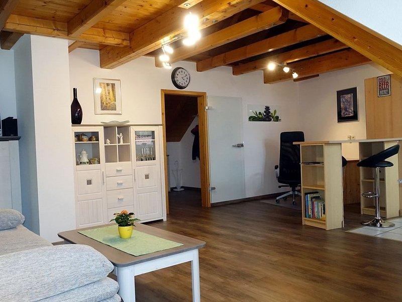 Ferienwohnung Fliegerhorst mit 85qm, 1 Schlafzimmer, max. 2 Erwachsene und 2 Kin, holiday rental in Artzenheim
