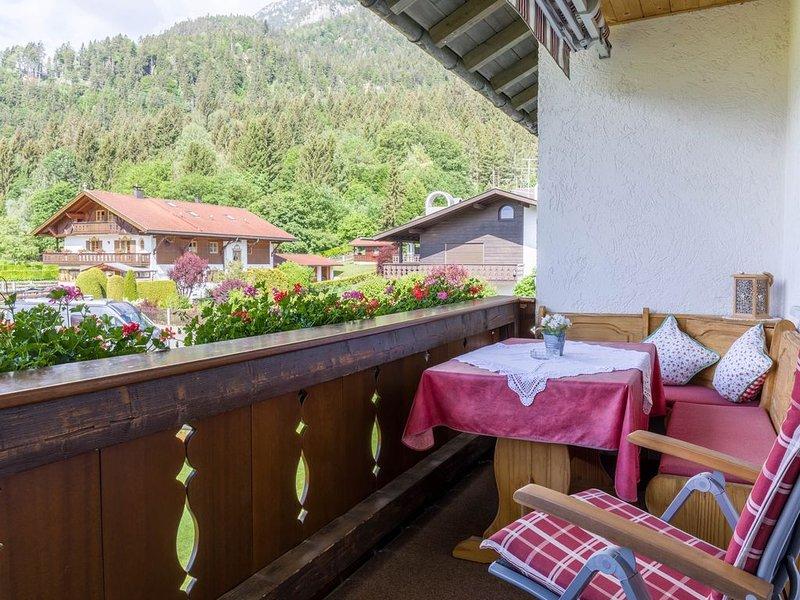 Gemütliche Ferienwohnung Annamirl mit Balkon, Bergblick und WLAN; Parkplätze vor, holiday rental in Garmisch-Partenkirchen