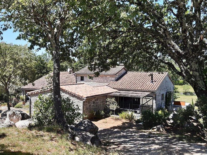 Mas de la Denaille, maison en pierres  4 personnes, 5 mn à pied de la rivière, vacation rental in Labeaume