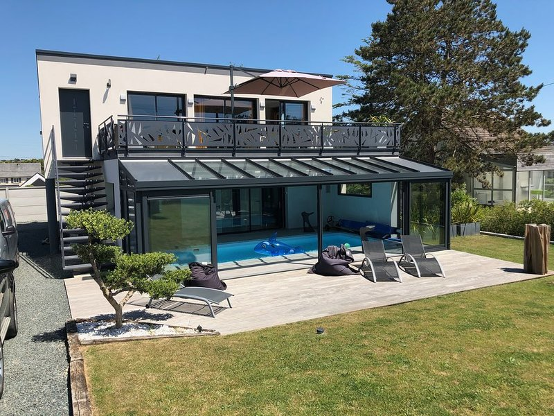 Villa avec piscine intérieure chauffée, location de vacances à Saint-Jean-de-la-Rivière