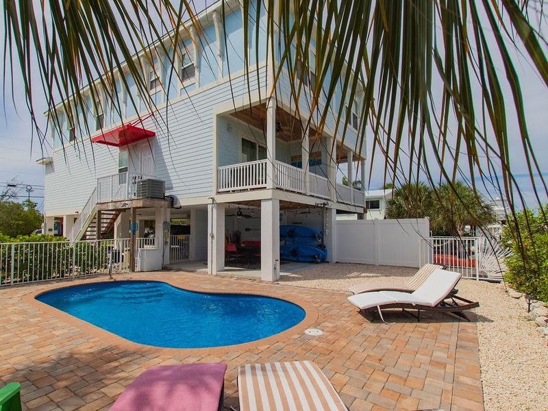 *Paradise Found!* 4bdrms/3 bths/heated pool/dock/Sombrero Beach*, holiday rental in Marathon