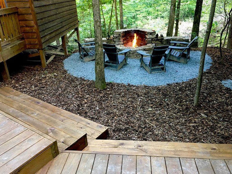 Bear Affair - Cozy, Private, Secluded, And Beautiful, holiday rental in Sautee Nacoochee