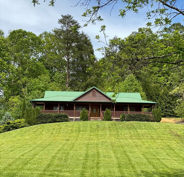 Beautiful Views & Just Minutes from Pigeon Forge & Gatlinburg, vakantiewoning in Sevierville