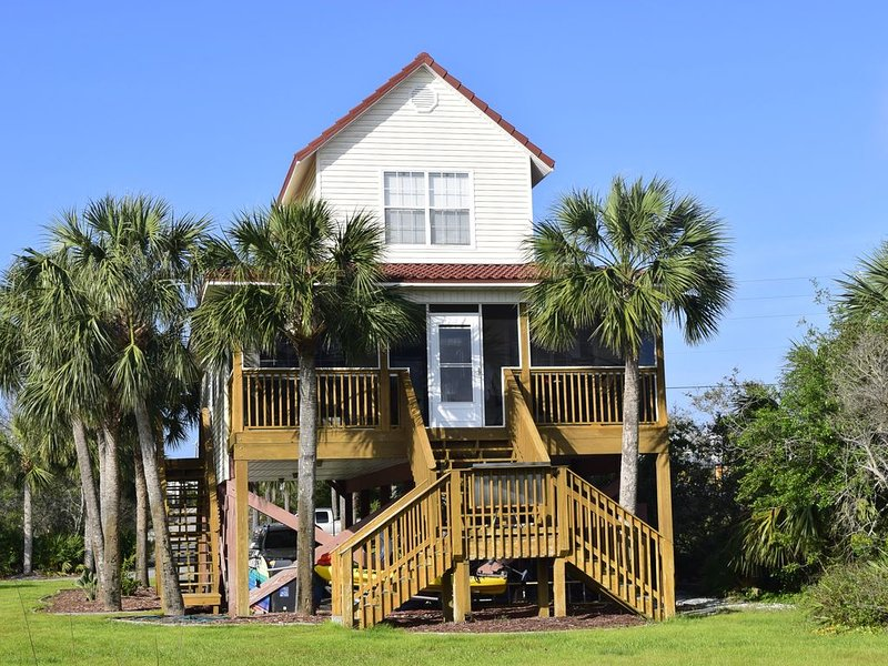 Bay Front House with private dock, alquiler de vacaciones en Port Saint Joe