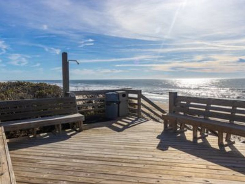Ocean front family friendly Condo, vacation rental in Salter Path