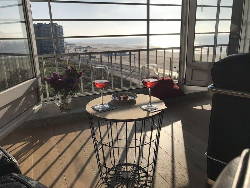 zonnige flat/design stijl/zeezicht/centrum, location de vacances à Middelkerke