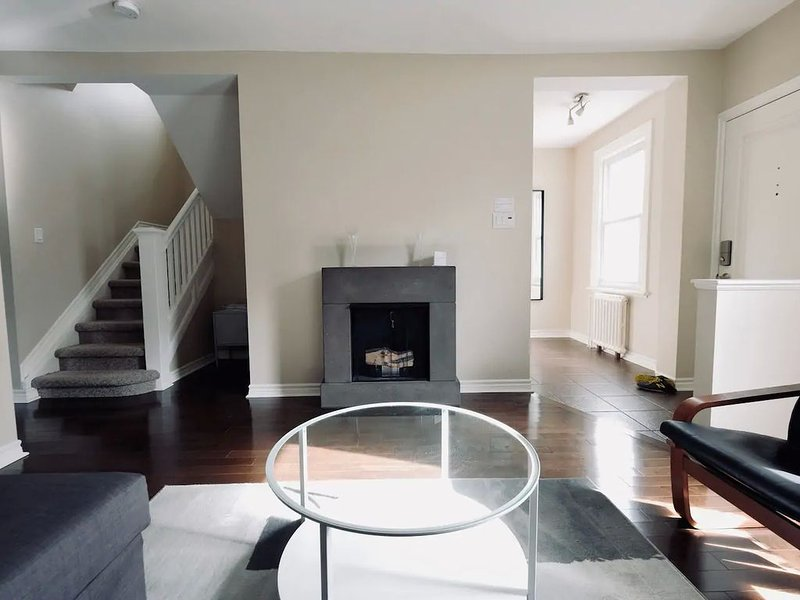 Charming Home in Trendy Westboro (10min DT), vacation rental in Carp