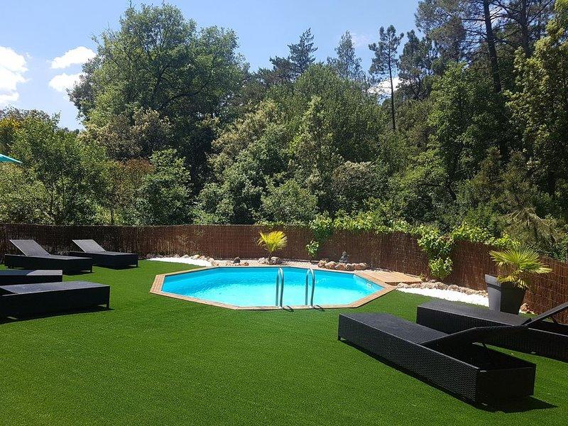 Maison de campagne avec piscine, casa vacanza a Tourves