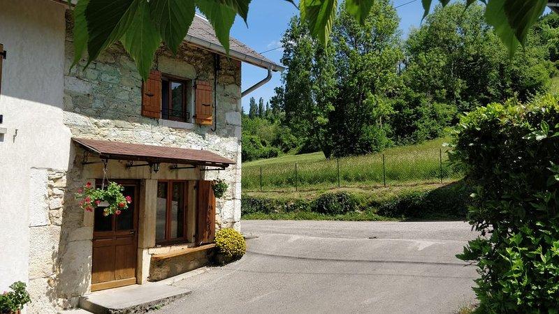 Maison 2 chambres 5 personnes 1 salle de bain 65 m2  35 km Aix Les Bains, holiday rental in Le Grand-Abergement