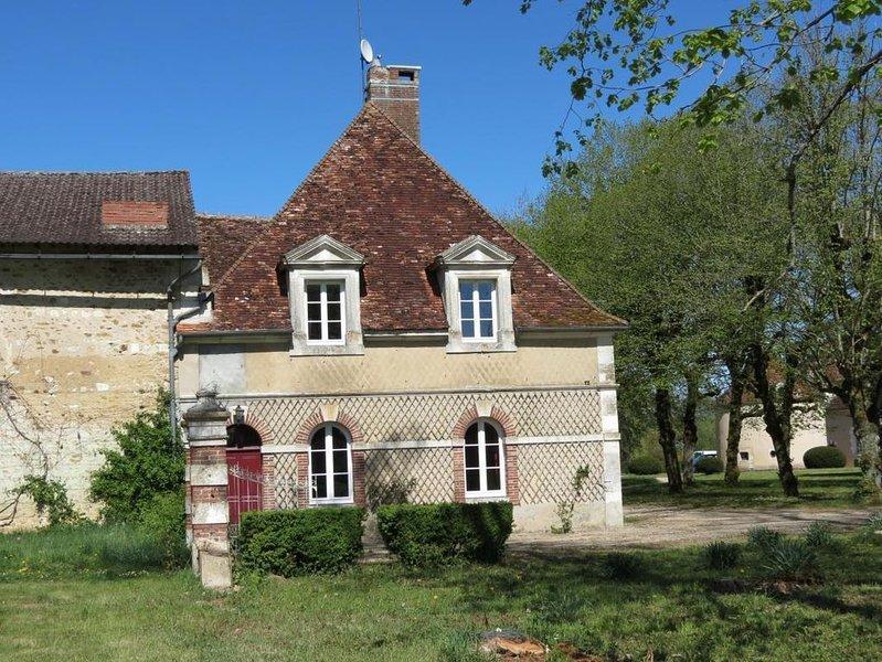 Petit gite au Château de Villefargeau, holiday rental in Villiers-sur-Tholon