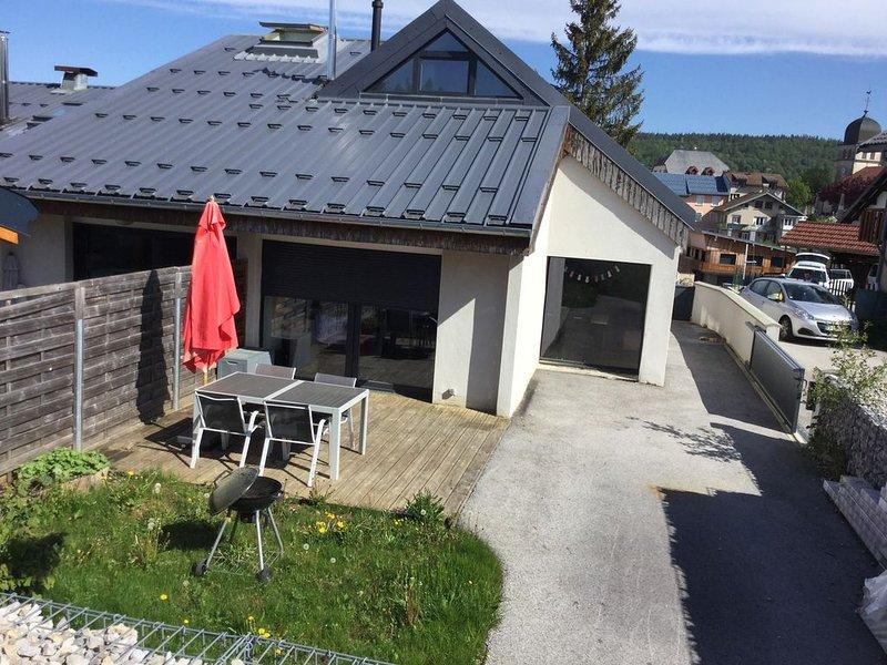 Maison meublée 5/6 personnes au Centre des Rousses 70m2, holiday rental in Chapelle-des-Bois
