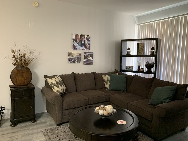 Totally remodeled condo, in a very nice area of Phoenix!, alquiler vacacional en Peoria