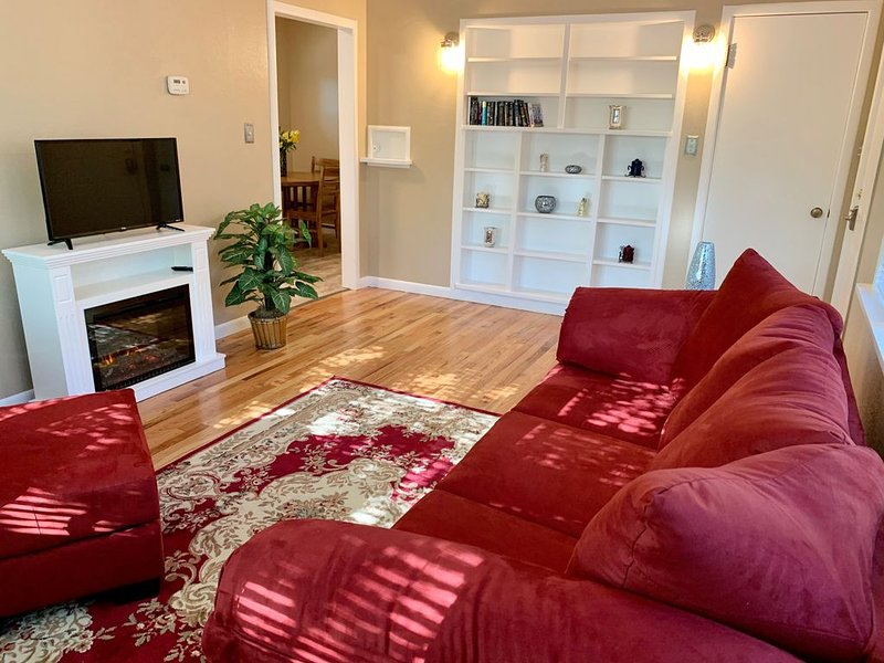 Remodeled Cottage in Historic Downtown, Ferienwohnung in Huntley