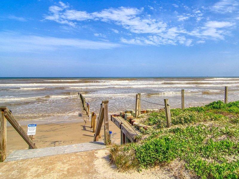 NEW Condo with Private Pathway to Whitecap Beach, alquiler de vacaciones en Corpus Christi