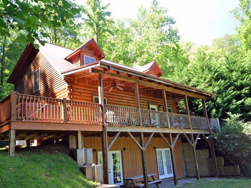 Rising Ridge Cabin, 2 Bedrooms Sleeps 6, Ferienwohnung in Cherokee