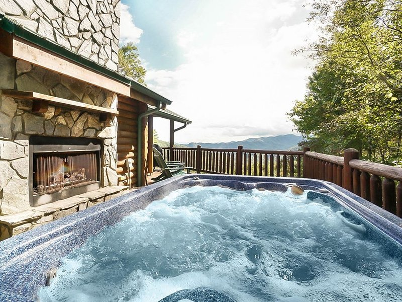 Free Whitewater Rafting Passes + Peaceful Cabin with Majestic Views, alquiler de vacaciones en Nantahala Township