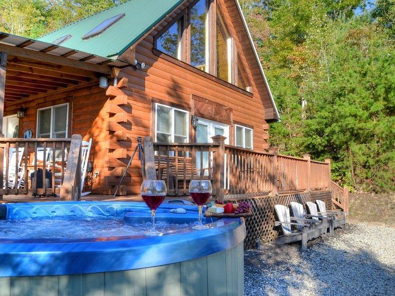 Above the Ridge, 3 Bedrooms Sleeps 8, location de vacances à Parc national des Great Smoky Mountains