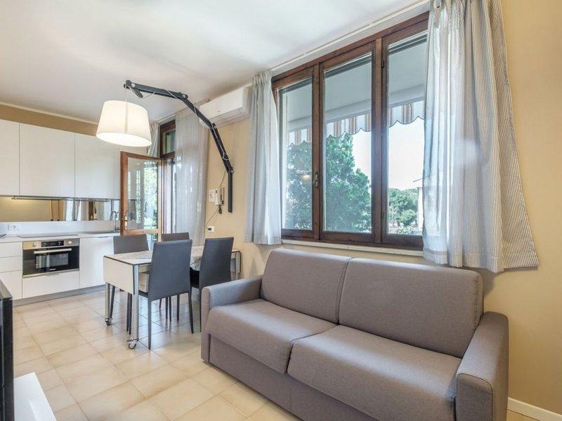 Casa Lugana 2 - Monolocale ristrutturato con giardino e piscina davanti al lago, holiday rental in Sirmione
