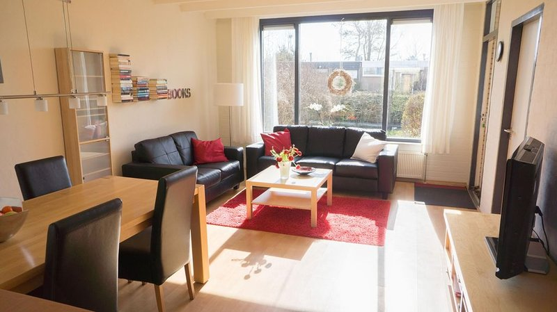 Ferienhaus Lemmer für 1 - 4 Personen mit 2 Schlafzimmern - Ferienhaus, holiday rental in Sint Nicolaasga