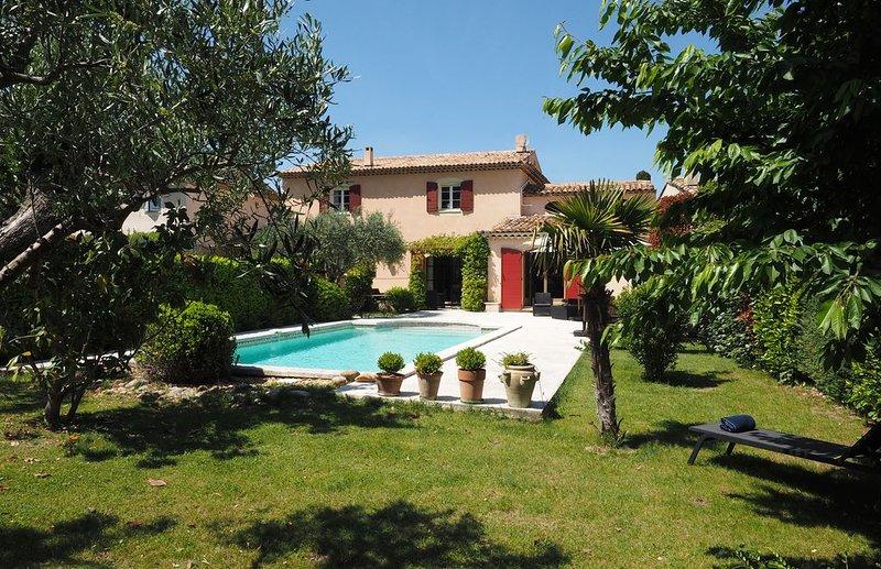 Villa Provençale, Piscine, 3 mn à pied Coeur Village, holiday rental in Lourmarin