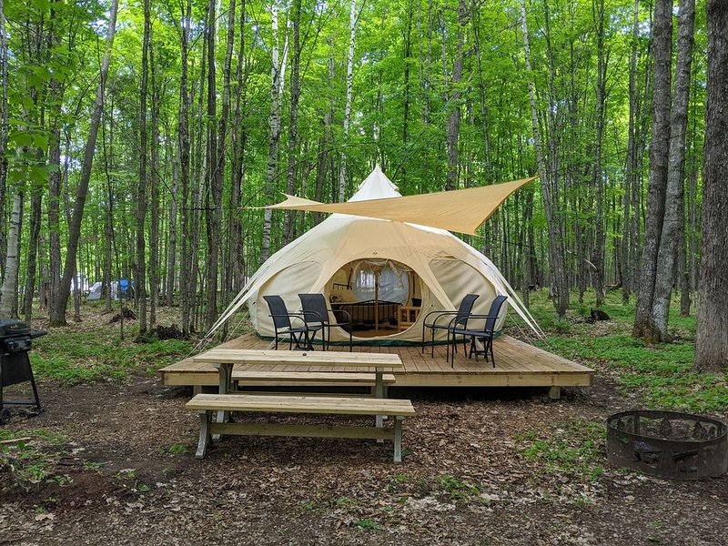 Luxury Tent #10 (Yurt-Style) - POV Resort Campgrounds - Luxury Tent #10 (Yurt-St, vacation rental in Land O' Lakes