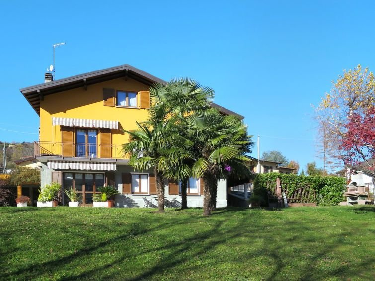 Apartment in Cerano d'Intelvi (CO), Lake Como - 5 persons, 2 bedrooms, vacation rental in Dizzasco