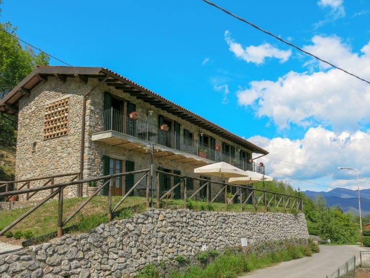 Ferienhaus Del Regolo (CNG200) in Castelnuovo di Garfagnana - 12 Personen, 4 Sch, holiday rental in Vergemoli