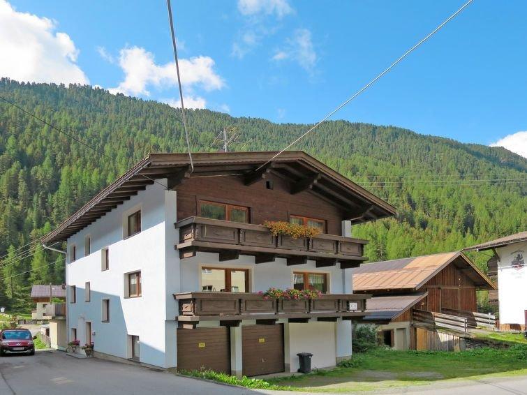 Apartment Haus Claudia  in Längenfeld, Oetz Valley / Ötztal - 8 persons, 3 bedr, holiday rental in Langenfeld